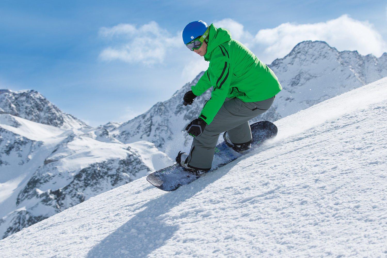 Protektoren und Snowboards bei Südstadtsport Köln